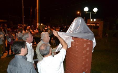 En sencillo acto descubren busto de Arturo Frondizi en Saladas