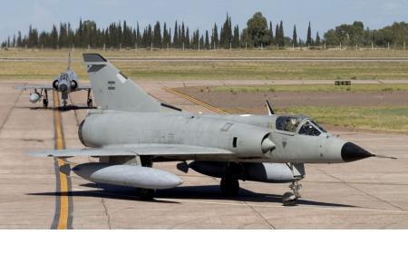 Pasan a retiro a los aviones de guerra Mirage y la Argentina se queda sin defensa aérea