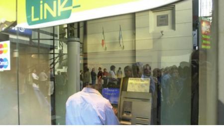 La empresa Red Link desactivará sus cajeros automáticos en la madrugada del domingo