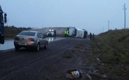 Volcó un camión cerca de Virasoro y provocó el corte total de la Ruta 14